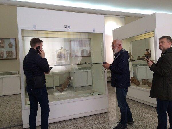 نگاه ریزبین گردشگران خارجی در موزه ملی/بی پاسخ بودن برخی سوالات
