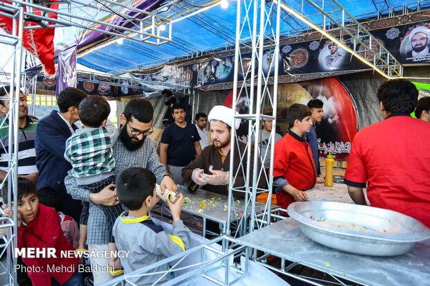 ۲۵۰خادم در موکب علی بن موسی الرضا(ع)گلستان به زائران خدمت می کنند