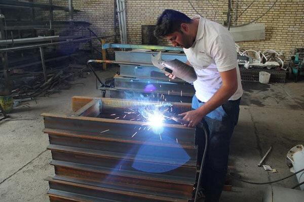 تسهیل تردد خودروها با نصب سازههای فلزی در معابر پرتردد کهریزک