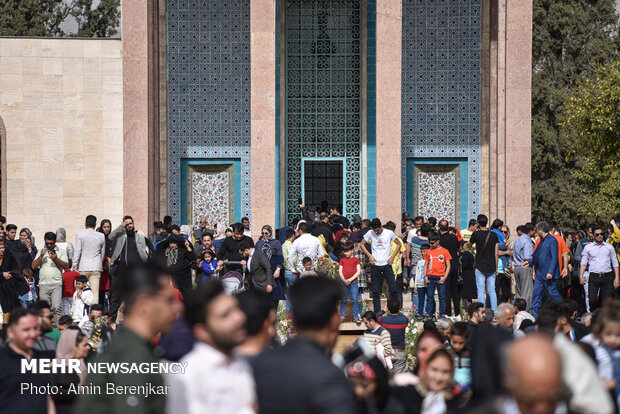 Iranians commemorate National Day of Sa'di of Shiraz