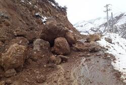 رانش زمین راه ارتباطی روستای توریستی «گل آخور» را مسدود کرد