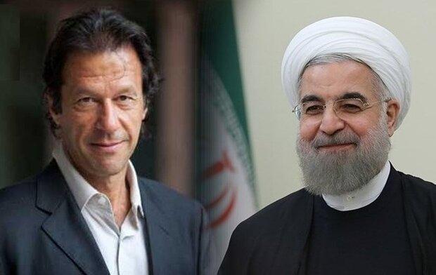 روحاني يستقبل رئيس وزراء باكستان في العاصمة طهران