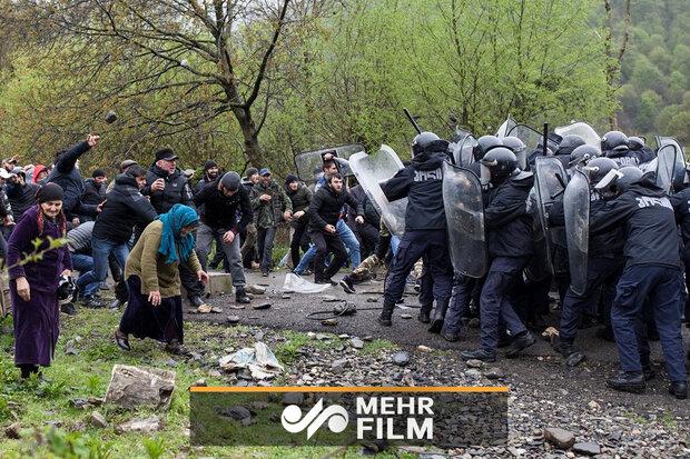 درگیری شدید میان مردم و پلیس در گرجستان