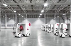وسیله نقلیه الکتریکی پدالی بسته های پستی را به مقصد می رساند