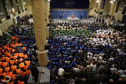قائد الثورة الاسلامية يستقبل حشداً من عمال البلاد /صور