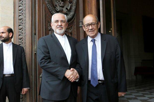 ظريف يبحث مع نظيره الفرنسي العلاقات الثنائية والاتفاق النووي والقضايا الاقليمية والدولية المهمة