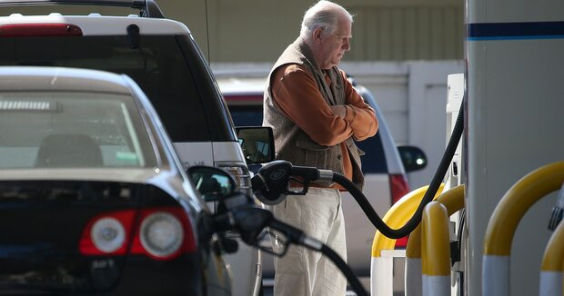 Sanctions on Iranian oil bring US drivers pain at the pump