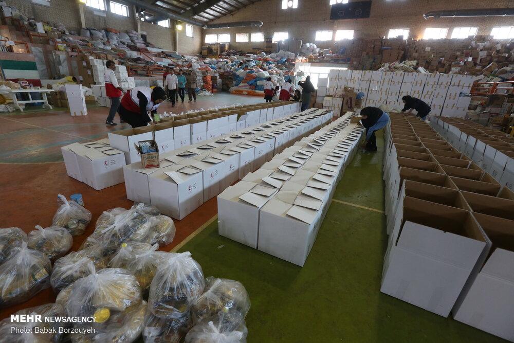 بستهبندی اقلام اهدایی مردم به مناطق سیلزده خوزستان