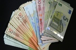 Russia exploring ways to replace dollar with euro, roubles in transactions