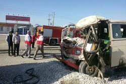 تصادف مینی بوس و کامیون در الیگودرز ۱۴ زخمی و یک کشته برجای گذاشت