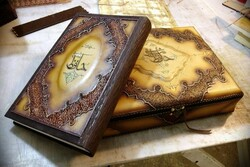 غزلهای حافظ در قله شعر فارسی است