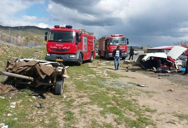 برخورد شدید دو خودروی سواری ۷ کشته و مصدوم درپی داشت