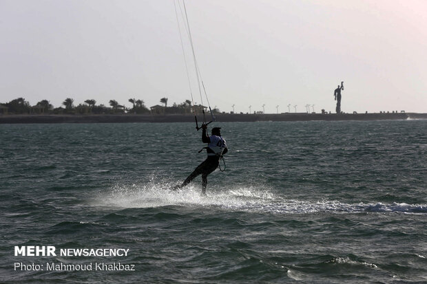 Kish island hosts nationwide kiteboarding c'ship competitions