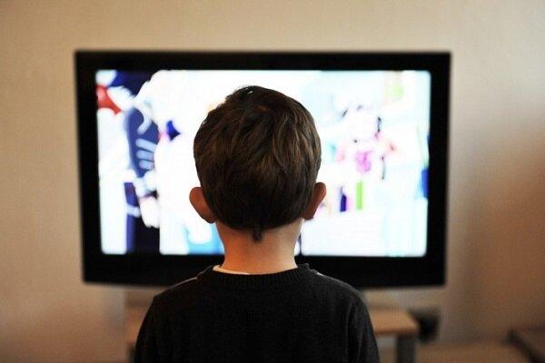کودکانی که زیاد تلویزیون تماشا می کنند خواب کمتری دارند,