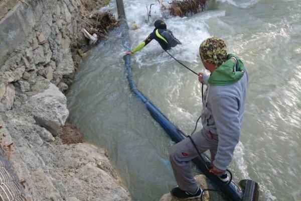 ادامه عملیات جستجوی کودک مفقود شده در رودخانه مهریان یاسوج