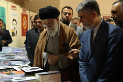 Leader visits 32nd Tehran Intl. Book Fair