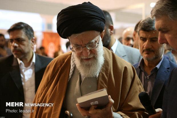 رہبر معظم انقلاب اسلامی کا کتاب کی بین الاقوامی نمائش کا دورہ