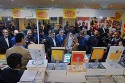 ما هي الكتب التي استوقفت قائد الثورة الإسلامية في معرض الكتاب