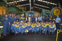 کارگران نقش مهمی در رونق تولید دارند