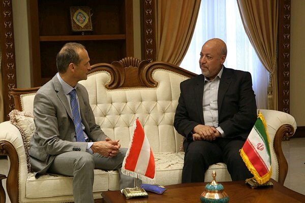 Isfahan-made handicrafts have great potential for trade: Austrian official