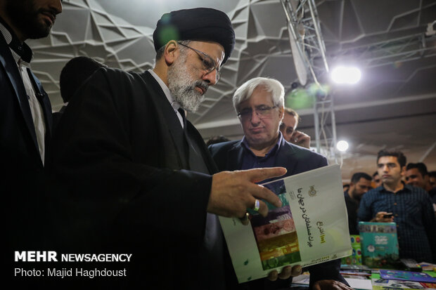 Judiciary chief visits 32nd Tehran Intl. Book Fair