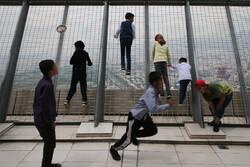 بازدید جمعی از کودکان بی بضاعت از برج میلاد