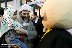 Islamic Ideology Dissemination Organization (IIDO) director Hojjatoleslam Mohammad Qomi and his daughter visit the 32nd Tehran International Book Fair on April 30, 2019. (Mehr/Hamid Vakili)
