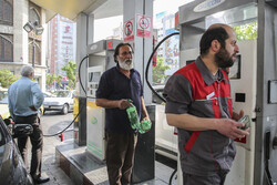 پمپ بنزین ها ۲۴ ساعته آماده سوخت رسانی هستند