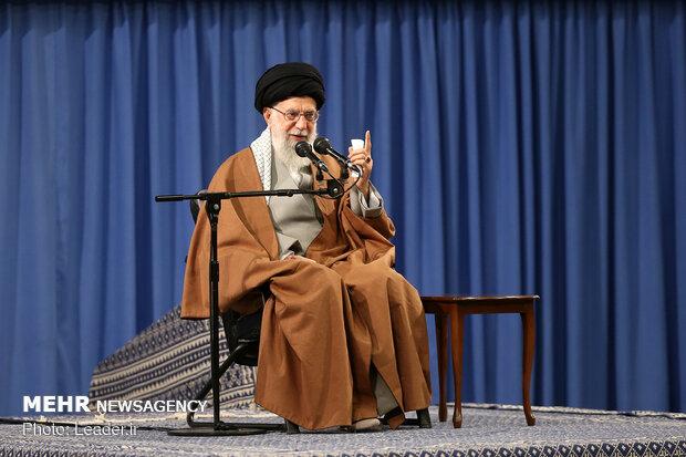 رہبر معظم انقلاب اسلامی کی معاشرے میں معرفت اور انقلابی گفتگو کو فروغ دینے پر تاکید