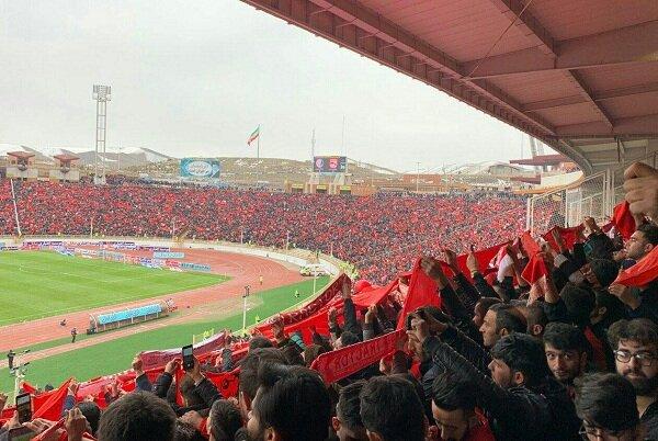 ورزشگاه یادگار امام تبریز ۲ ساعت مانده به شروع بازی پر شد