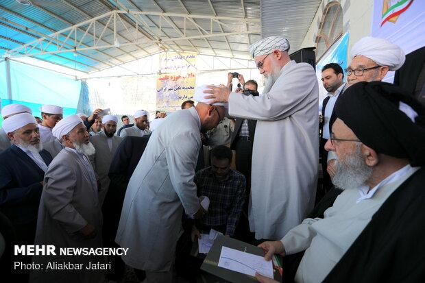 مراسم عمامه گذاری جمعی از طلاب اهل سنت حوزه علمیه محمدیه