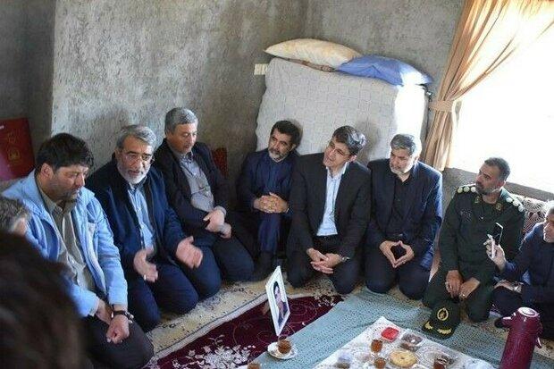 وزیر کشور با خانواده شهید خدمت گمیشانی دیدار کرد