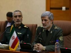 وزير الدفاع الإيراني : القوات المسلحة تعمل على صناعة المزيد من المقاتلات