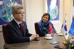 WFP Representative in Iran Negar Gerami (R), and Ambassador of the Republic of Korea to Iran, Ryu Jeong-Hyun