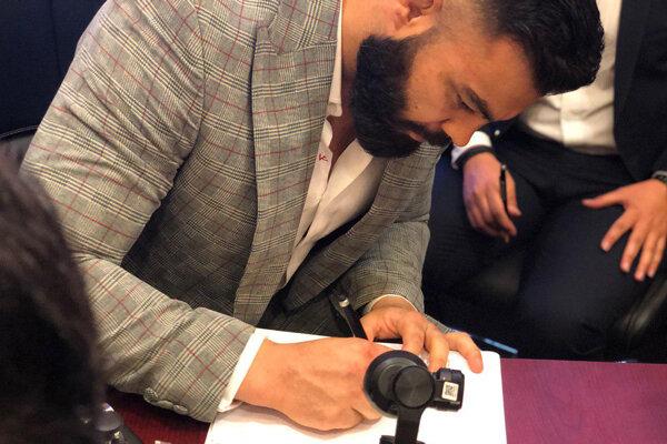 علی اکبری برای مبارزه در MMA قرارداد جدید امضا کرد