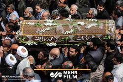 تشییع پرشور پیکر مادر شهیدان تهرانی مقدم