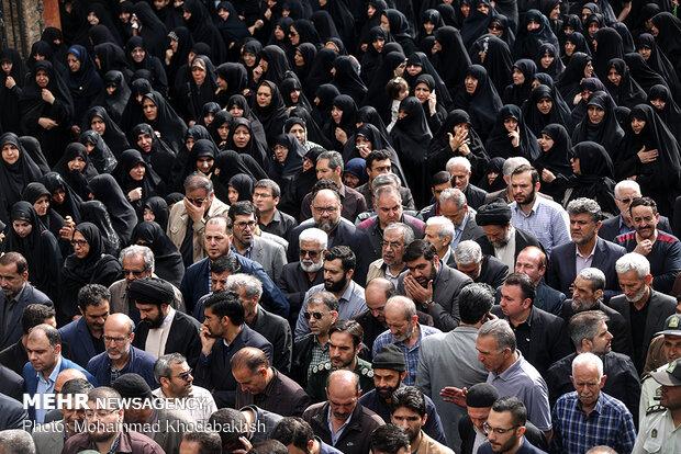 تشییع پیکر مادر شهیدان طهرانی مقدم