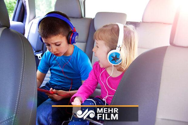 كرسي لحماية الأطفال من حوادث السيارات/فيديو