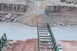 نصب پل موقت گاومیشان دره شهر با سرعت در حال انجام است