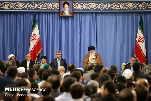 قائد الثورة يستقبل نواب مجلس الشورى الإسلامي وكبار المسؤولين الايرانيين