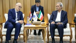 Ambassador of Croatia to Tehran Drago Štambuk (L) met with ICCIMA Head Gholam-Hossein Shafei on Tuesday to discuss ways of maintaining economic relations in the sanction era.