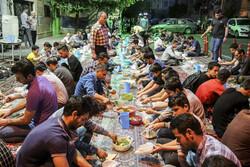 تہران میں رہگذروں کے لئے افطار کا اہتمام