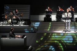 کنسرت «با من بخوان» علیرضا قربانی تمدید شد/ ساخت یک مستند