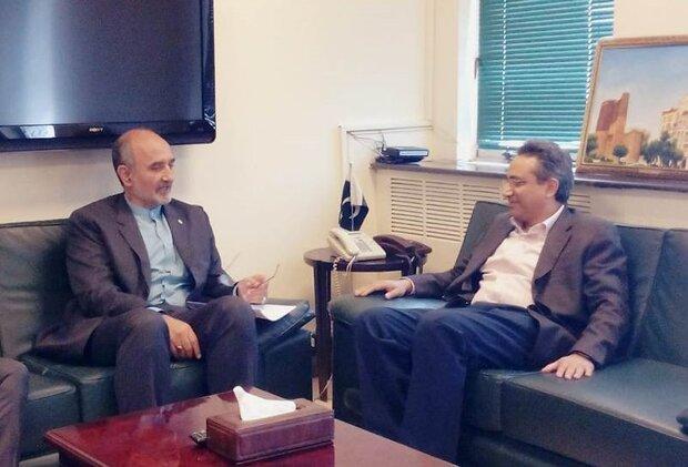 Iran, Pakistan discuss oil, gas cooperation