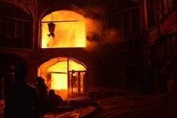 اطفای آتش سوزی در بازار تاریخی سراب