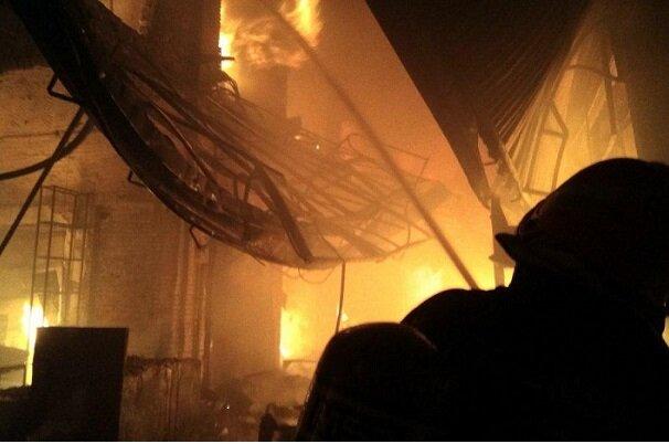 ترافیک در اطراف بازار تبریز عملیات را سخت کرده/آتش هنوز مهار نشده