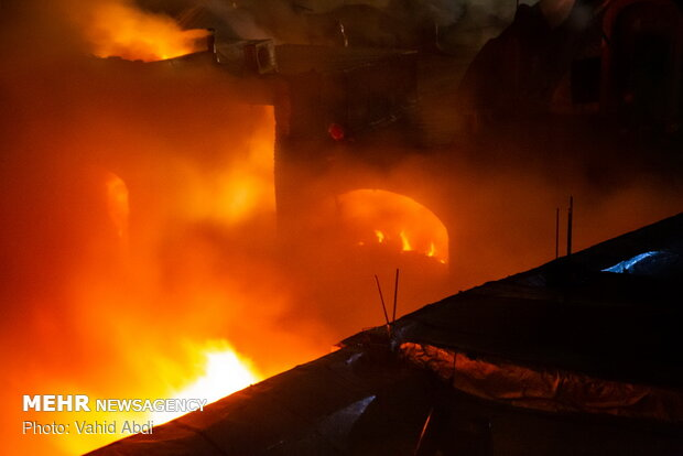 Roofed bazaar in Tabriz on fire