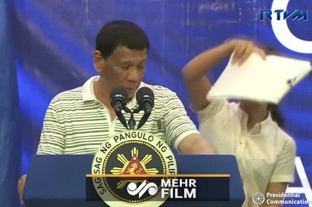 وقتی سوسک از رئیسجمهور فیلیپین بالا میرود