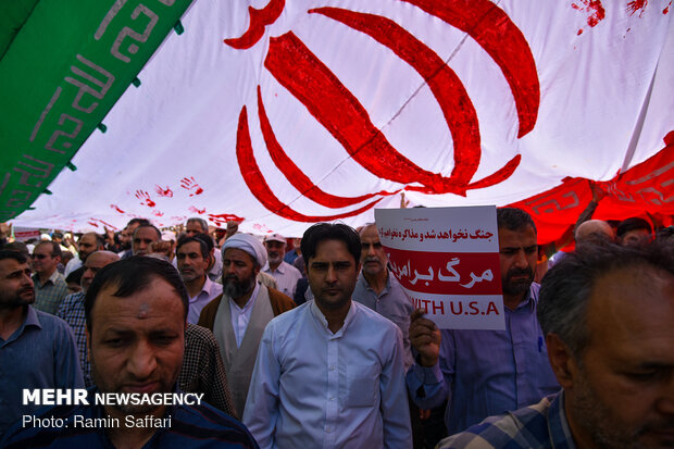 Rallies in support of Iran's recent JCPOA decision: in Mashhad, Shiraz