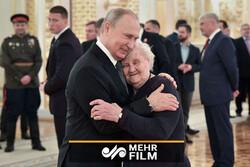 صدر پوتین کی اپنی پہلی معلمہ سے دلچسپ ملاقات